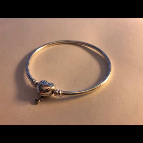 Pandora Moments Infinity Heart Clasp Bangle